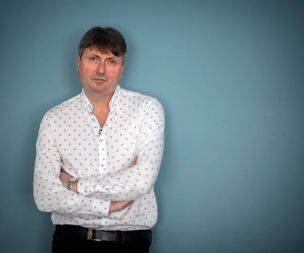 Simon Armitage criticises plans to make poetry optional for GCSE pupil
